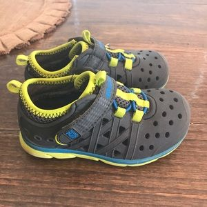 Toddler boys size 7 StrideRite shoes!